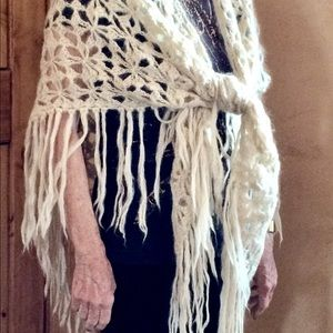 Accessories - Hand-crocheted shawl